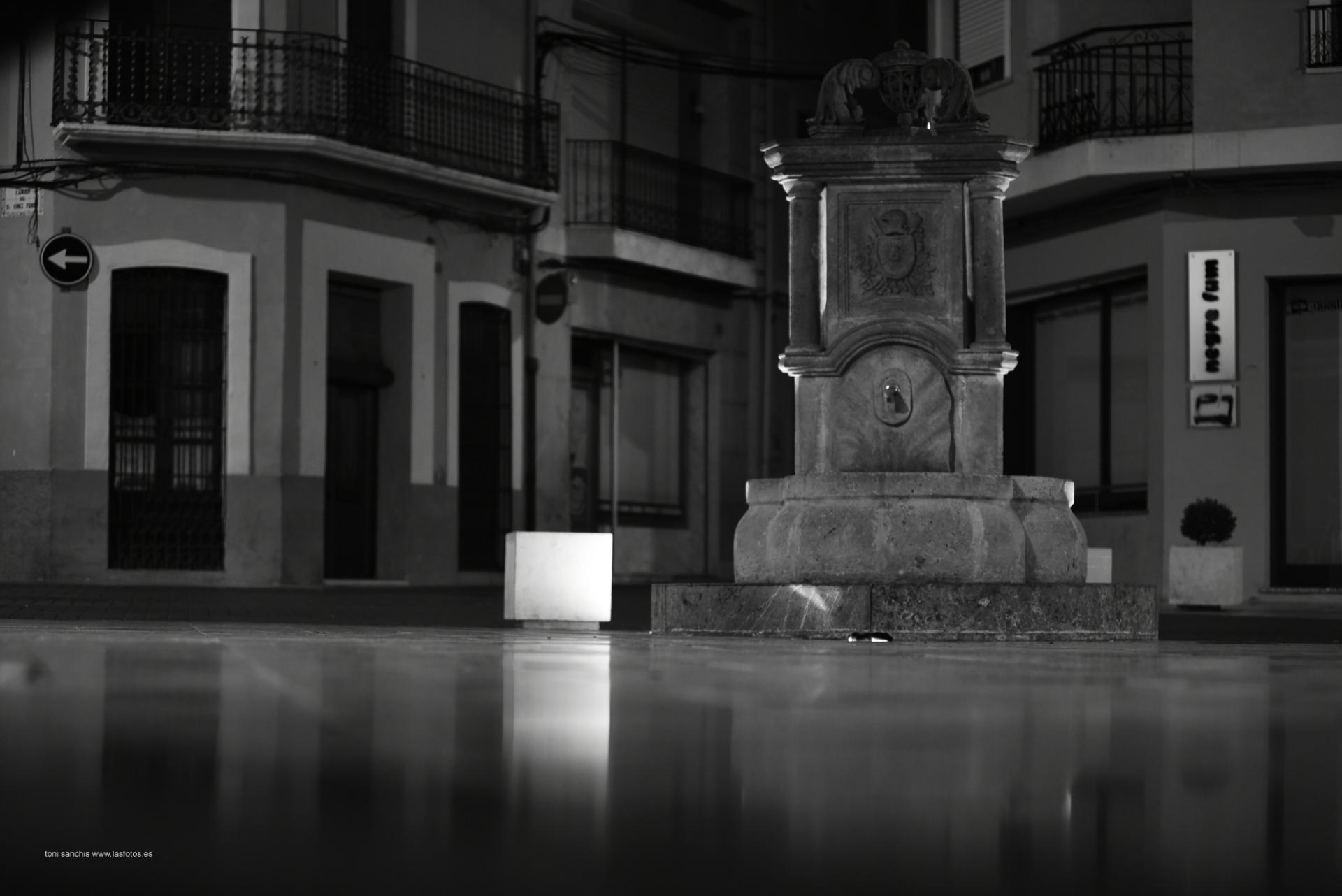 toni-sanchis-fuente-plaza-de-la-iglesia